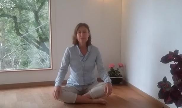 Ett kraftfullt yoga pass för energi